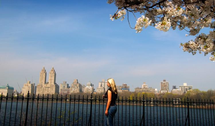 Anki en vacker vårdag i Central Park, New York