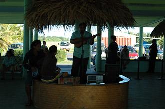 Välkomnande på Aitutaki flygplats
