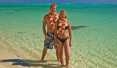 Lasse & Anki med blomsterhalsband
