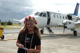 Anki på väg på Air Rarotonga plan