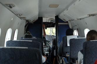 Inne i Air Rarotonga plan på väg att lämna Aitutaki