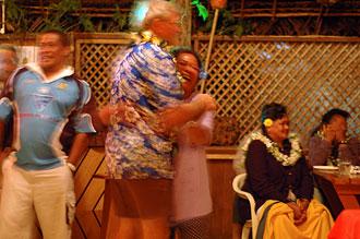 Firande av ägaren till Atiu Villas, Atiu
