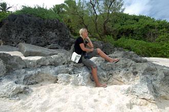 Anki njuter av vyn - Atiu, Cook öarna