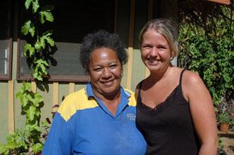 Anki och Kiikii på Atiu Villas, Atiu, Cook öarna