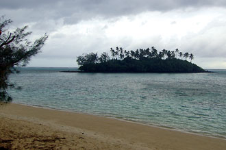 Vy över stranden ifrån balkongen på Tianas beach villas, Rarotonga - Cook öarna
