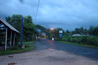 Skymning på Rarotonga, utanför Internetcafet, Rarotonga - Cook öarna