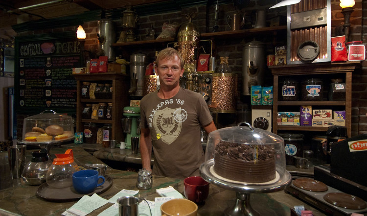 Lasse behind the counter at Central Perk. Gunther seems to have taken off. Warner Brothers VIP Tour, Los Angeles