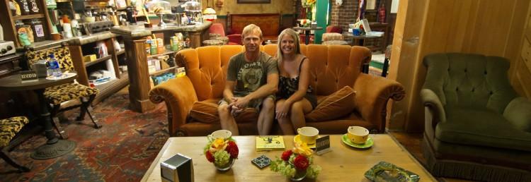 Vi i Vänner-soffan på Central Perk. Gunther verkar ha tagit ledigt. Warner Brothers VIP Tour, Los Angeles