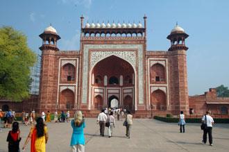 Ingång till området med Taj Mahal
