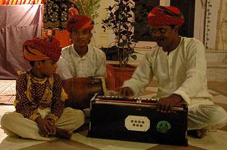 Kvällsunderhållning på Laxmi Vilas Palace