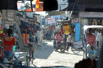 Gatuliv i Agra sett från bilen