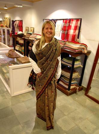 Anki i en sari, Silk Road Bazaar