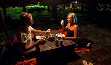 Middag nere vid havet, The Beach Natural Resort