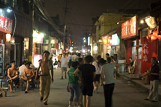 Kvällsliv bland hutongerna i Beijing