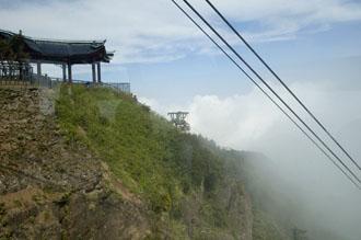 På väg ner från Emei-berget i linbanan