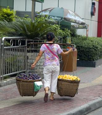Gatuliv i Chengdu, kvinnlig fruktförsäljare