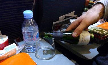 Qantas flygplan, mousserande vin till maten