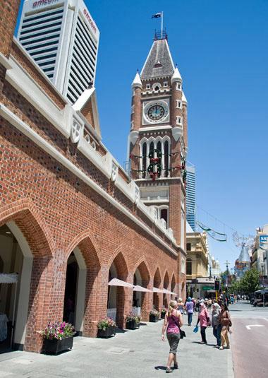 Julpyntad kyrka i Perth
