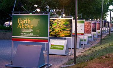 Earth from above utställning, Perth