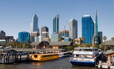 På väg in mot Perth med Rottnest Express
