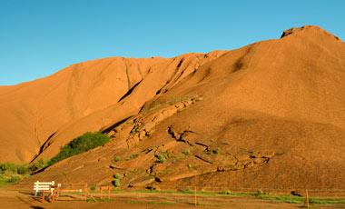 Platsen där man kan påbörja klättring uppför Ayers Rock