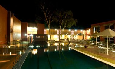 Pool kvällstid, Lost Camel Hotel, Ayers Rock