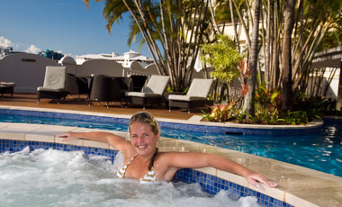 Anki i jacuzzi, The Sebel Cairns Hotel, Cairns