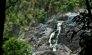 Stopp på Skyrail rainforest cableway vid Barron Falls