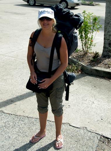 Anki vid buss stationen i Mission beach