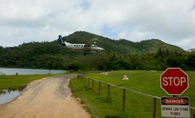 Flygplan på väg att landa, Dunk Island