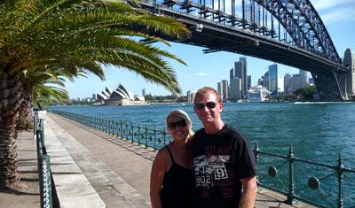 Lasse och Anki med Harbour Bridge i bakgrunden