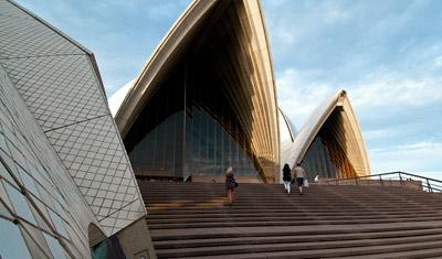 På väg in för att se opera på Sydney Opera House
