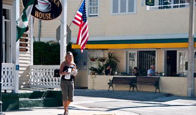 Anki hämtar frukost från Coffee and Tea house, Duval Street, Key West