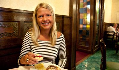 Anki äter frukost på Hotel Atlantico, Rom