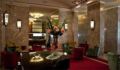 Lobby utanför frukostserveringen som Hotel Atlantico delar med Hotel Mediterraneo, Rom