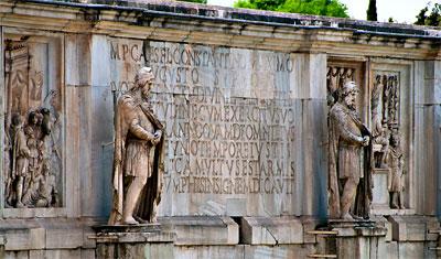 Detaljbild över Arch of Constantine, Rom