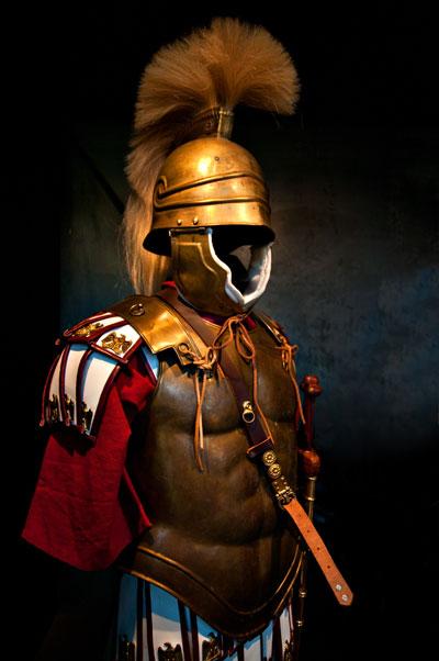Hjälmar och rustningar för gladiatorer, Colosseum, Rom