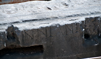 Inristat namn på senators plats inne på Colosseum, Rom