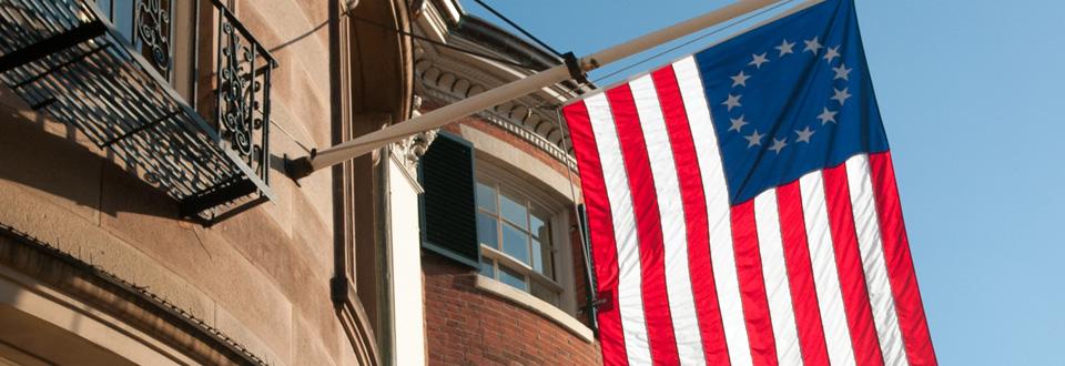 USA, landets första flagga vid Beacon street Boston