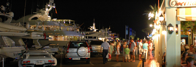 Puerto Banus kväll, Spanien