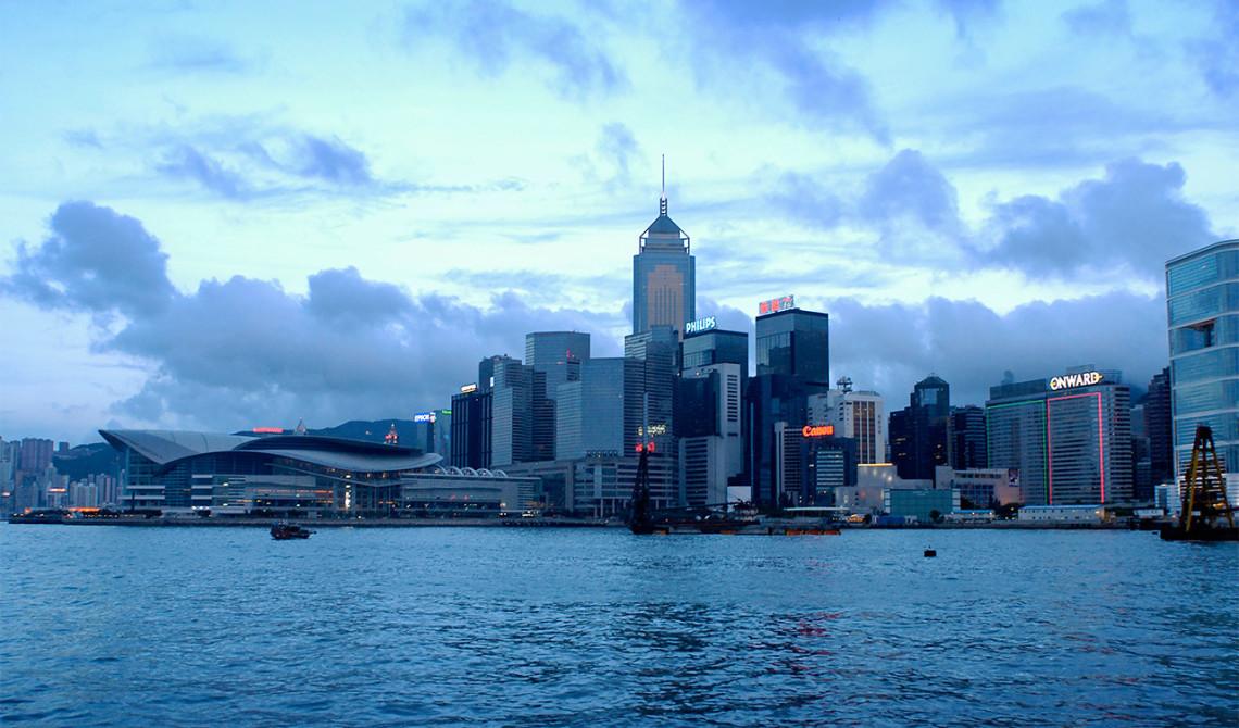 Hong Kong Harbour vid skymning
