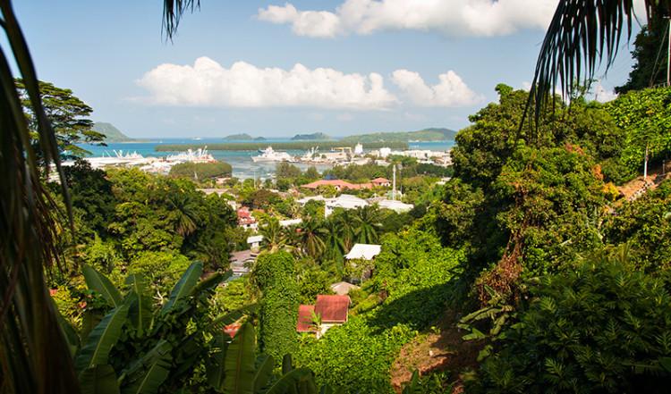 Utsikt från kullen ovanför Victoria, Mahé Seychellerna