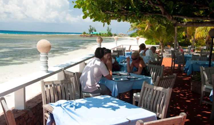 Mysig lunch på La Digue Island Lodge Seychellerna