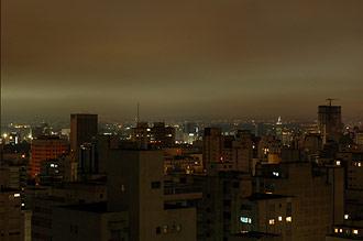 Utsikt över São Paulo stad i skymning från Hotell Estanplaza Paulista São Paulo
