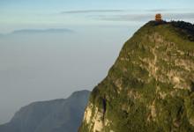 Gryning uppe på Emei berget