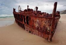 Maheno, ett strandat skepp på stranden längs Fraser Islands östra kust