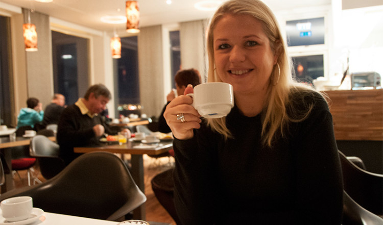 Anki intar frukost på Hotel Arnarhvoll, Reykjavik