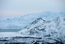 Snöklädda berg vid Þingvellir national park