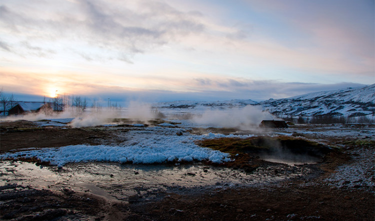 Landskapet kring Geysir ryker av varma källor
