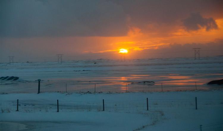 Soluppgång vid sydöstra kusten av Island